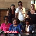 Katherine Jackson donne sa version de l'histoire avec à ses côté Janet, Jermaine & Rebbie en Arizona