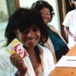 madame-katherine-jackson-et-sa-famille-jouent-aux-cartes-uno-2