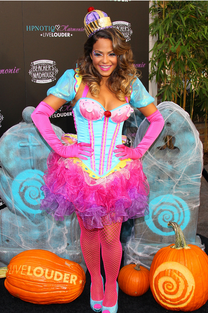 christina milian lance un cocktail d halloween pour hpnotiq. Black Bedroom Furniture Sets. Home Design Ideas