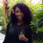 Brandy dévoile sa bague de fiançailles à Hawaï