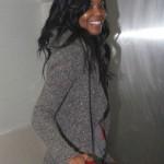 Gabrielle Union, tout sourire aux lèvres, à l'aéroport de Los Angeles