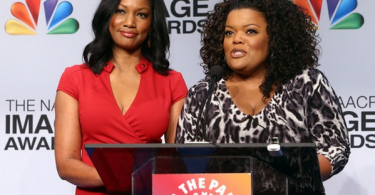 garcelle-beauvais-et-Yvette Nicole-Brown-NAACP