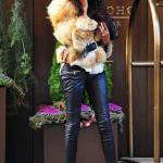 Jessica toute sexy avec ses bottes Christian Louboutin noires