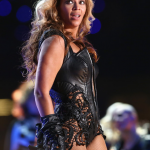PETA en veut à Beyonce pour son costume du SuperBowl