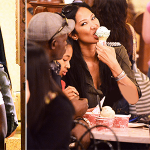 Kimora Lee Simmons et Djimon Hounson partagent plus qu'une glace à DisneyLand