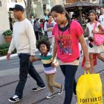 Russell Simmons fait du shopping avec ses enfants