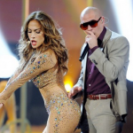 "Jennifer Lopez featuring Pitbull dans ""Live It Up"""