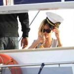 Rihanna s'amuse au bord de l'eau avant de monter sur scène
