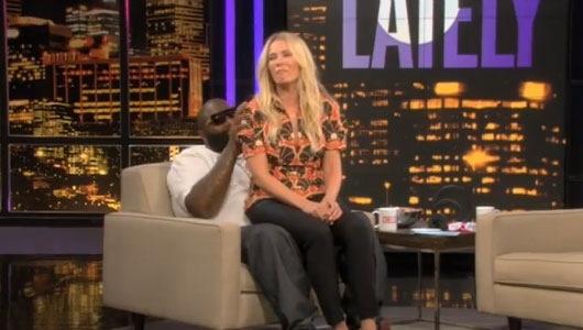 Chelsea Handler sur les cuisses de Rick Ross