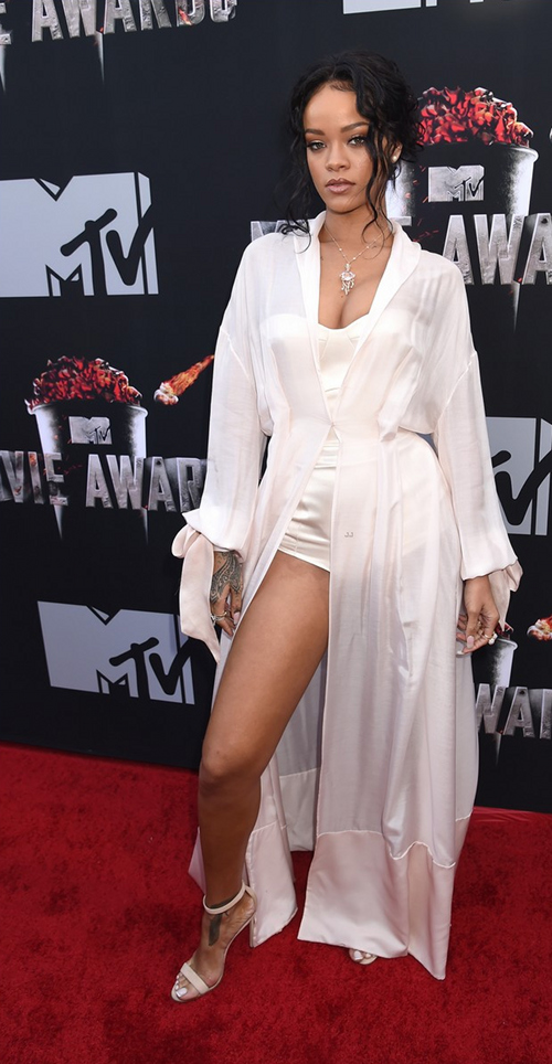 Rihanna-MTV-Movie-Awards-2014-3