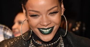Rihanna-iHeart-Radio-Music-Awards