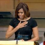 Oprah Winfrey, Michelle Obama, Hilary et Bill Clinton au service de Dr. Maya Angelou