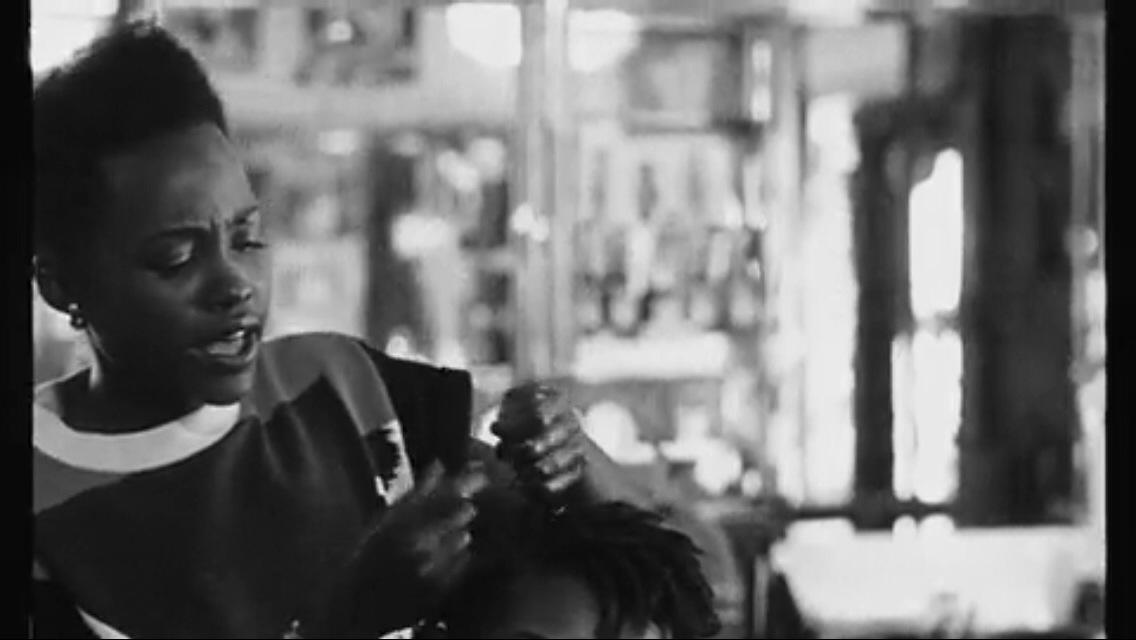 Lupita Nyong'o fait des tresses