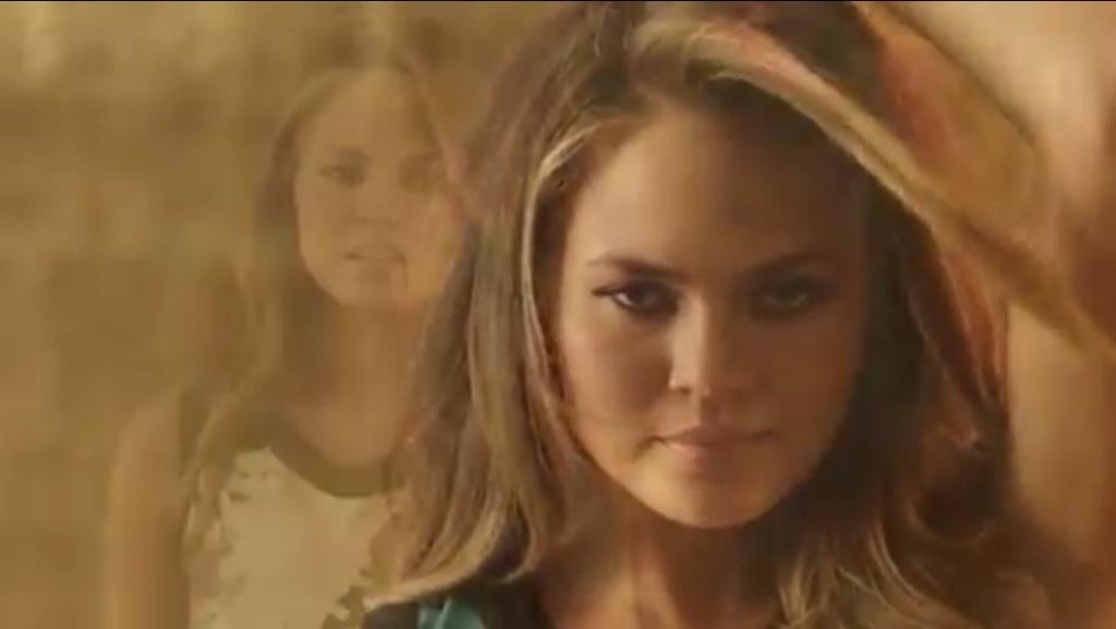 Chrissy Teigen campagne XOXO