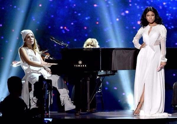 Nicki Minaj sur scène aux AMA Awards 2014