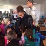 Janet Jackson et son mari Wissam Al Mana visitent des enfants réfugiés dans un camp