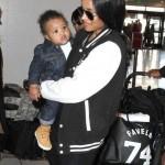 Ciara et son bébé à l'aéroport de Los Angeles