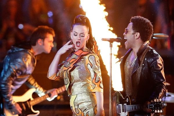Katy Perry and Lenny Kravitz at the Superbowl half time show in 2015