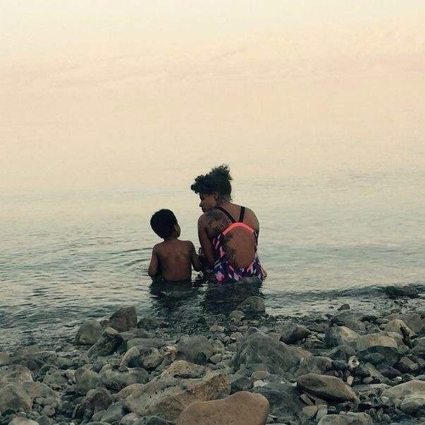 Kelis et son fils en Israel