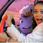 Rihanna tout en blanc poursuit promotion de Home