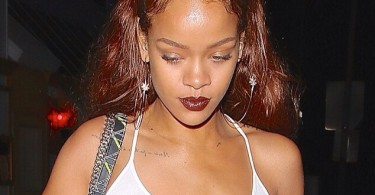 Rihanna tout en blanc