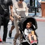 Amber Rose fait du shopping avec son fils et assume sa relation avec MGK