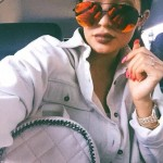 Kylie Jenner exhibe sa bague dorée