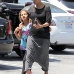 Halle Berry et sa fille Nahla sortent de CVS Pharmacy