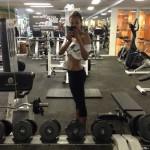 Zoe Saldana exhibe son corps après avoir eu des jumeaux