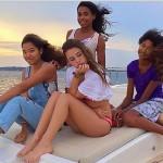 Aoki Lee Simmons et Ming Lee Simmons passent le Week-end à bord d'un bâteau avec leurs copines