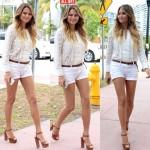 Chrissy Teigen tout en blanc dans les rues de Miami