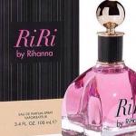 """Rihanna inaugure son nouveau parfum """"Riri"""" à Brooklyn"""