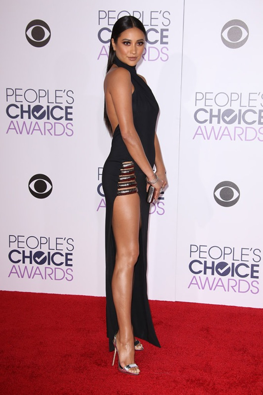 Shay Mitchell at the 2016 People's Choice Awards