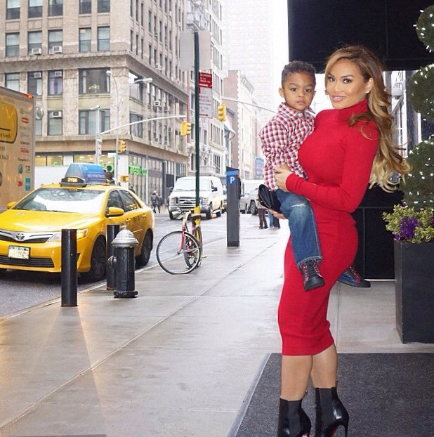 Daphne Joy is having a good time with her son Rice ...