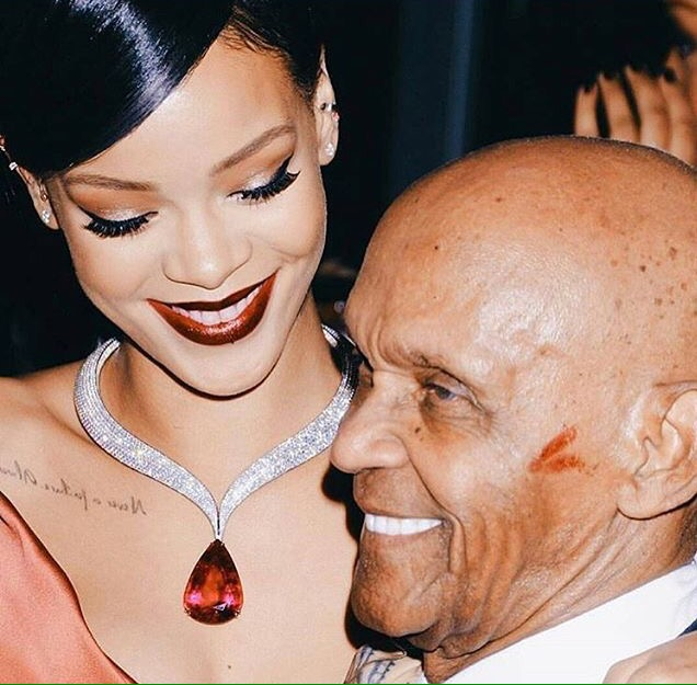 Rihanna pays a tribu to her grandfather