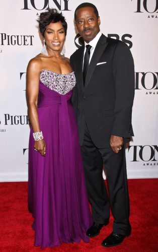 Blank Panther actress Angela Bassett had her diva moment in their dress at the Tony Awards in 2013