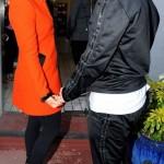 Jennifer Lopez arrive à Londres aux côtés du beau Casper