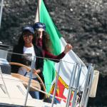 Naomi Campbell prend les commandes d'un bateau en Italie