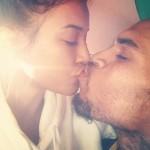Karrueche Tran embrasse Chris Brown avant sa réhabilitation