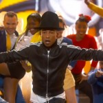 Pharrell Williams interprète Happy et fait danser Lupita Nyong'o