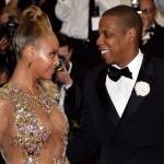 Beyonce presque nue aux côtés de  son mari Jay-Z sur le tapis rouge du MET Gala 2015