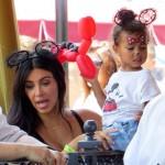 Kim Kardashian célèbre les deux ans de North West à Disneyland