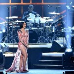 Rihanna pays tribute to Lionel Richie